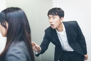 富士市の結婚相談所 マリアージュたちばながお教えする婚活パーティや合コンでのマナー違反、腕組みや、貧乏ゆすりはマナー違反です。